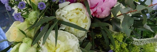 Warsztaty florystyczne – wiązanki ślubne w ręku